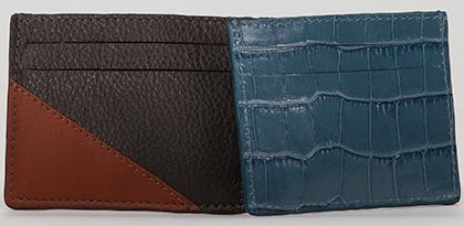 2 portes carte en cuir, un noir et marron et l'autre façon crocodile bleu