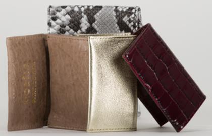 4 portes cartes LOU en python, crocodile bordeaux, métallisé doré, et crispé beige