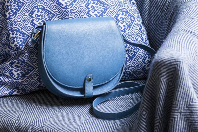 l'histoire du bleue selon Modèle Particulier, sac personnalisé en cuir sur mesure