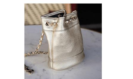 sac minaudière en cuir doré
