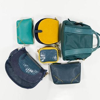six sacs de couleurs bleus jaune très vif