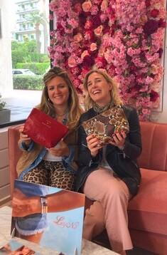 Nathalie et Emma avec pochettes édition limitée Claire et Agnès Cannes Festival Modèle Particulier